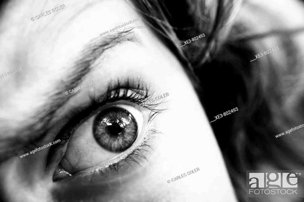 Stock Photo: Fotografia de un ojo de mujer en Serra, Valencia.