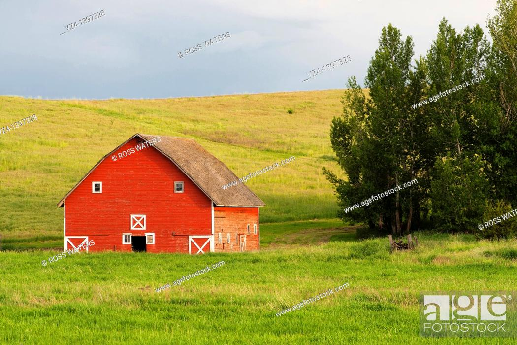 Stock Photo: A barn in the Palouse farming area of eastern Washington State, USA.