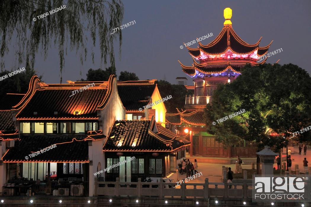 Stock Photo: China, Jiangsu, Suzhou, Shantang Old Town, pagoda, old houses, .