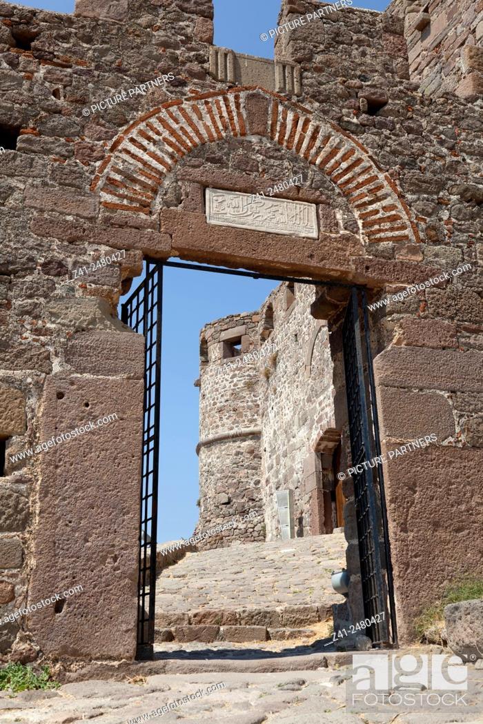 Photo de stock: Historical entrance gate to the castle of Mithymna , Lesbos, Greece.
