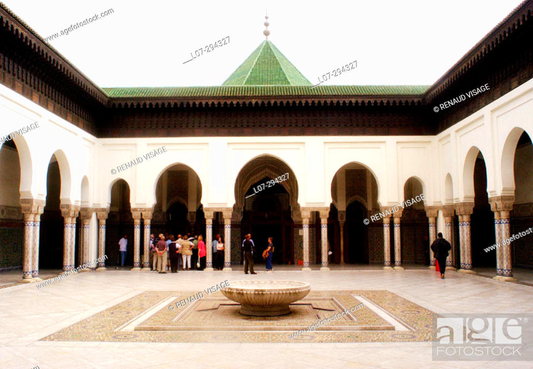Stock Photo: Tourists at interior courtyard of mosque. Paris. France.
