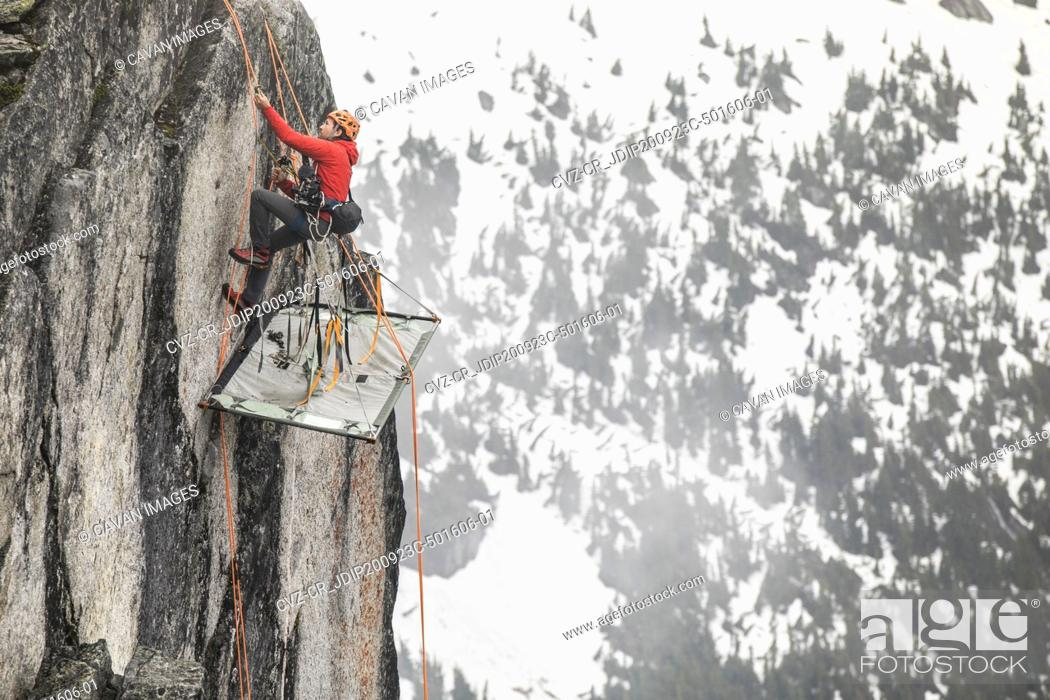 Photo de stock: Rock climber uses prusik to ascend cliff above portaledge.