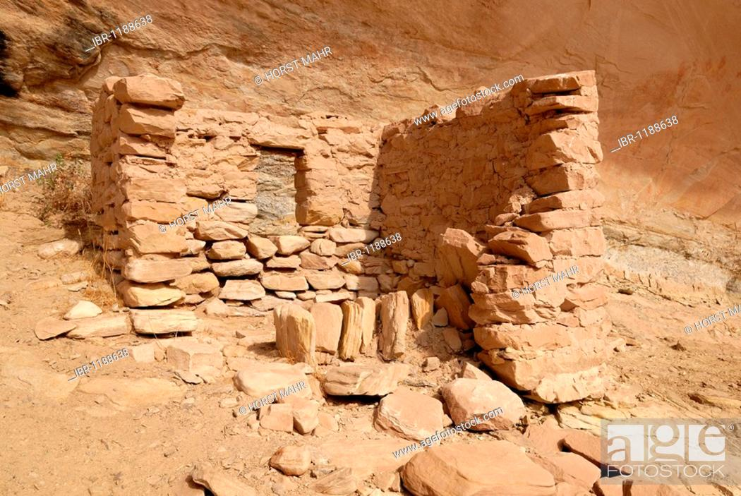 Stock Photo: Historic remnants of a dwelling of Anasazi Indians around 1100 AD, Cold Springs Cave near Bluff, Utah, USA.