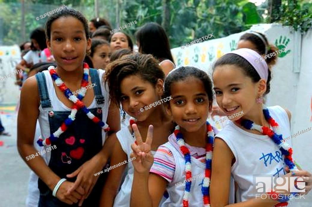 Imagen: Brazil, Rio De Janeiro, Vila Canoas Favela, Para Ti Community School, School Children.