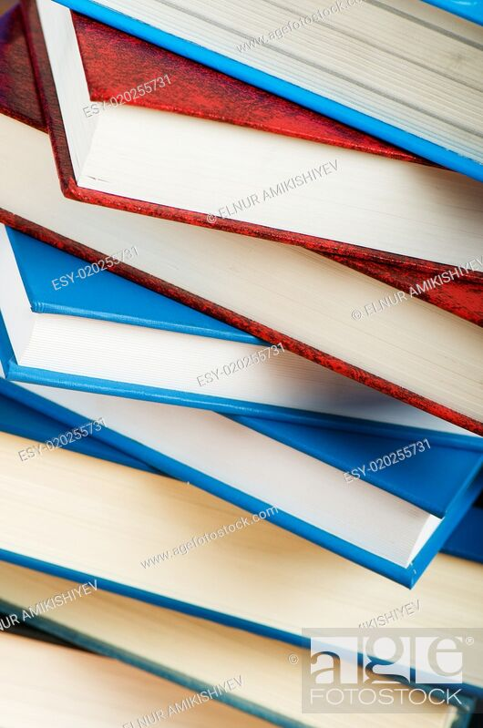 Imagen: Stack of text books against gradient background.