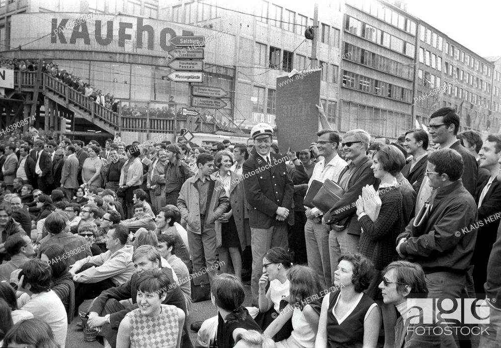 Stock Photo: Policemen are drawn into - partly cheerful - conversations with demonstrating students on 29 May 1968. - München/Bayern/Germany.