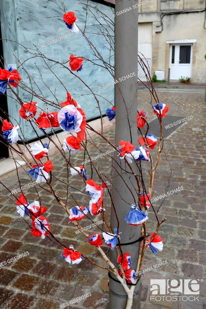 Stock Photo: France, Normandy, Decoration for the D-Day holiday (June 6, 1944 as the start of the Allied landing in Normandy during World War II) - red, white.