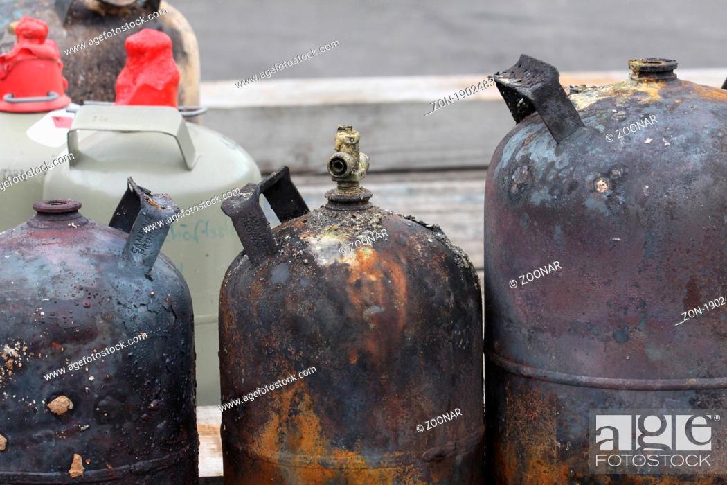 Stock Photo: verbrannte Gasflaschen.