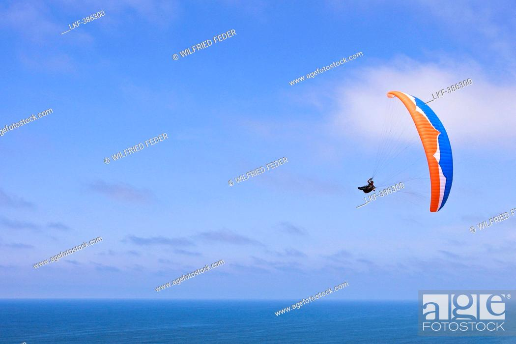 Stock Photo: Paraglider above Pacific Ocean, San Diego, California, USA, America.