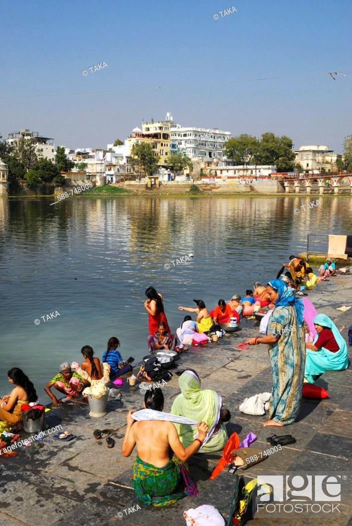 Stock Photo: woman, women, bathing, indian, religion, color, sali, Lake Pichola/Udaipur/Rajastern/India.