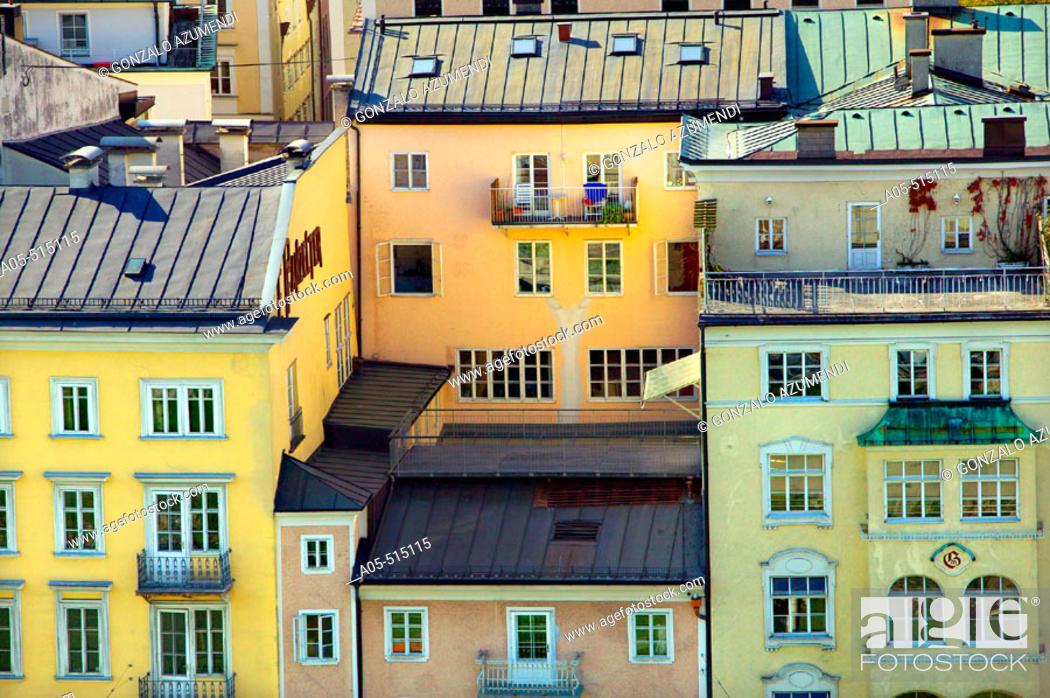 Stock Photo: 500 year old historical bourgeois houses in Rudolfskai street, Salzburg. Austria.