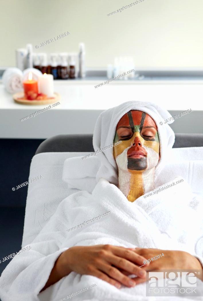 Stock Photo: Colour energy, mud mask for facial treatment, Spa-relais.