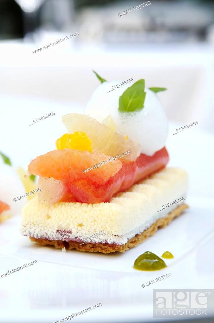 Stock Photo: Greece, Athens, restaurant Spondi, chef Arnaud Bignon 2* chef , dessert by Chef pastry Vincent Doidy.
