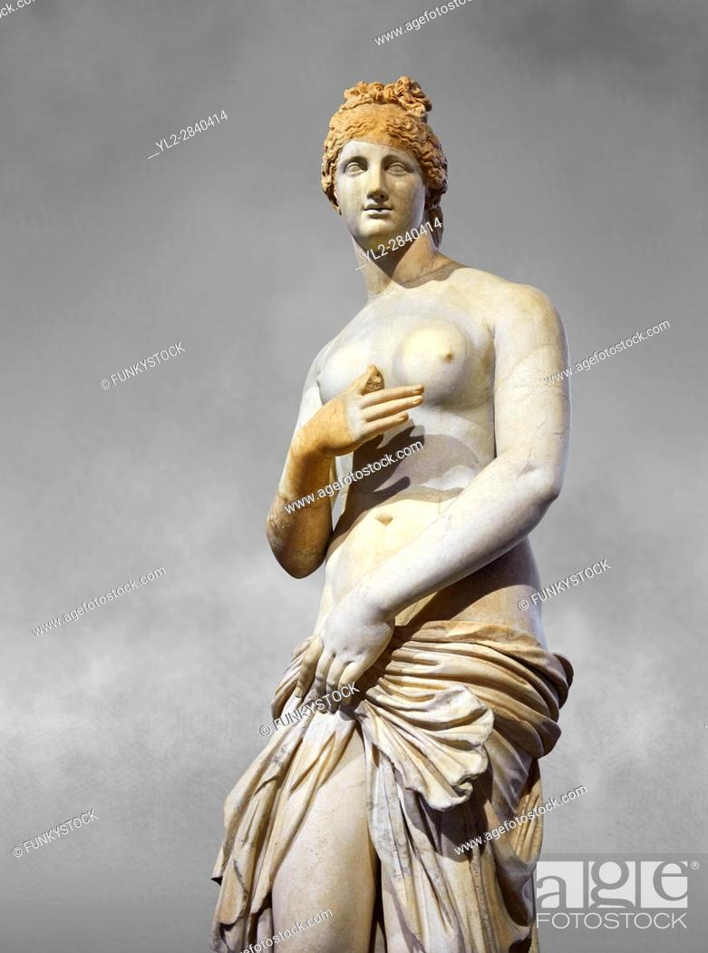 Imagen: Roman Statue of Venus (Aphrodite), a 2nd - 3rd century AD marble statue from Italy. This Roman statue of Aphrodite is the result of a fit between the bottom of.