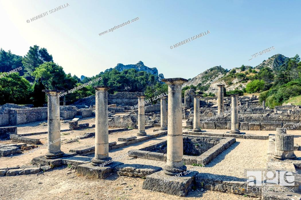 Stock Photo: Europe. France. Bouches-du Rhone. Saint-Remy-de-Provence. Glanum. Roman historical site.