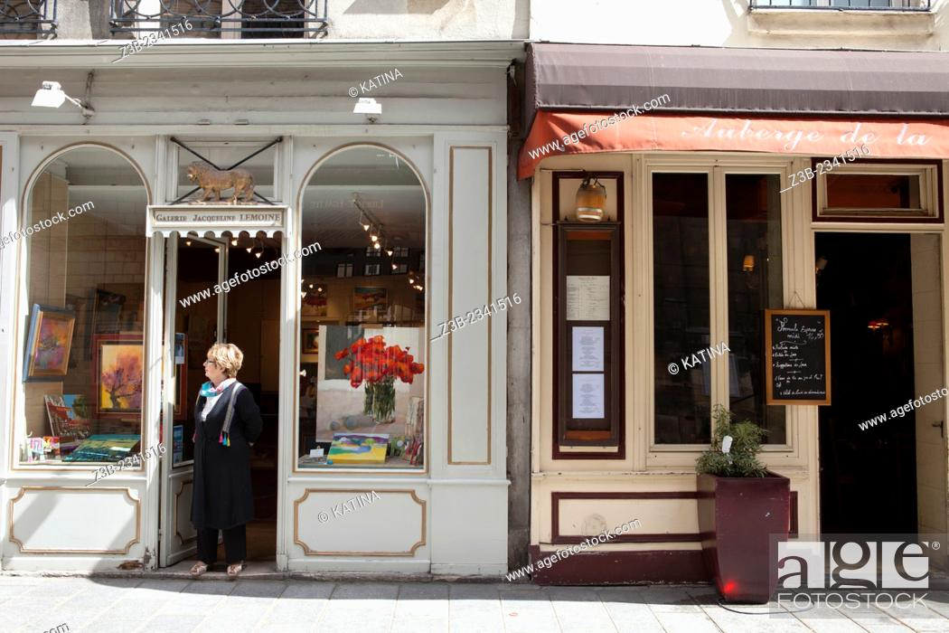Imagen: Gallery Lemoine and Cafe on Rue Saint-Louis en L'ile, Ile Saint Louis, Paris, France.