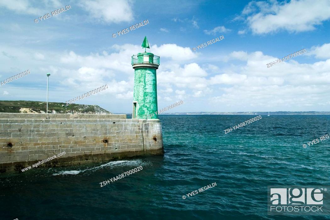 Stock Photo: Lighthouse, Camaret-sur-Mer, Brittany, France.