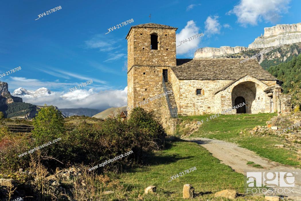 Stock Photo: Vió small village. Sobrarbe, Huesca Pyrenees, Aragón, Spain.