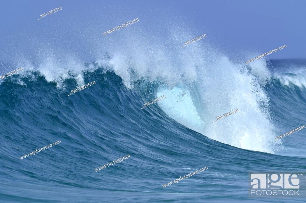 Stock Photo: Big dramatic wave. Oahu, Hawaii, USA, Pacific Islands, Pacific Ocean.