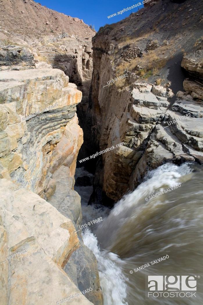 Stock Photo: Catarata de Sipia  Cotahuasi Canyon area, deepest canyon of the world, 3, 535 metros  Perú.