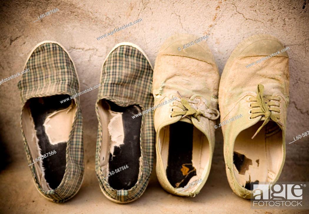 Stock Photo: CHINA ZAPATILLAS. CHINA, GUANGXI, ZAPATILLAS.