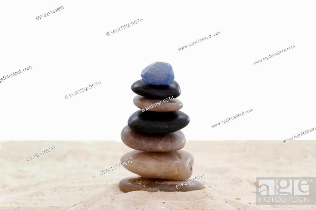 Imagen: Balanced pebbles on sand.