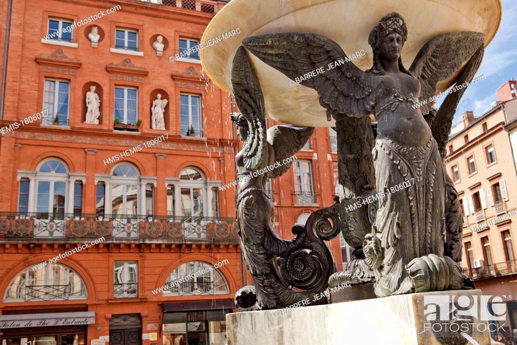 Stock Photo: France, Haute Garonne, Toulouse, Place de la Trinite, fountain.