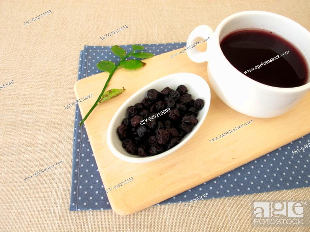 Imagen: Blueberry tea from dried blueberries.