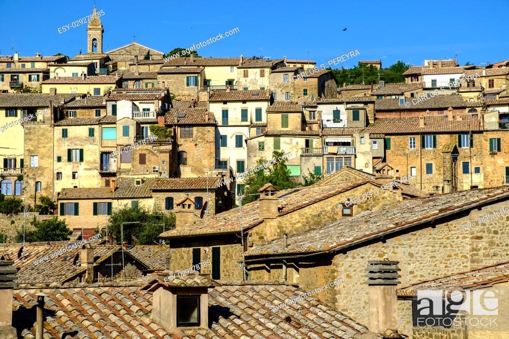 Imagen: Montalcino is famous for its production of high quality wines Italy.
