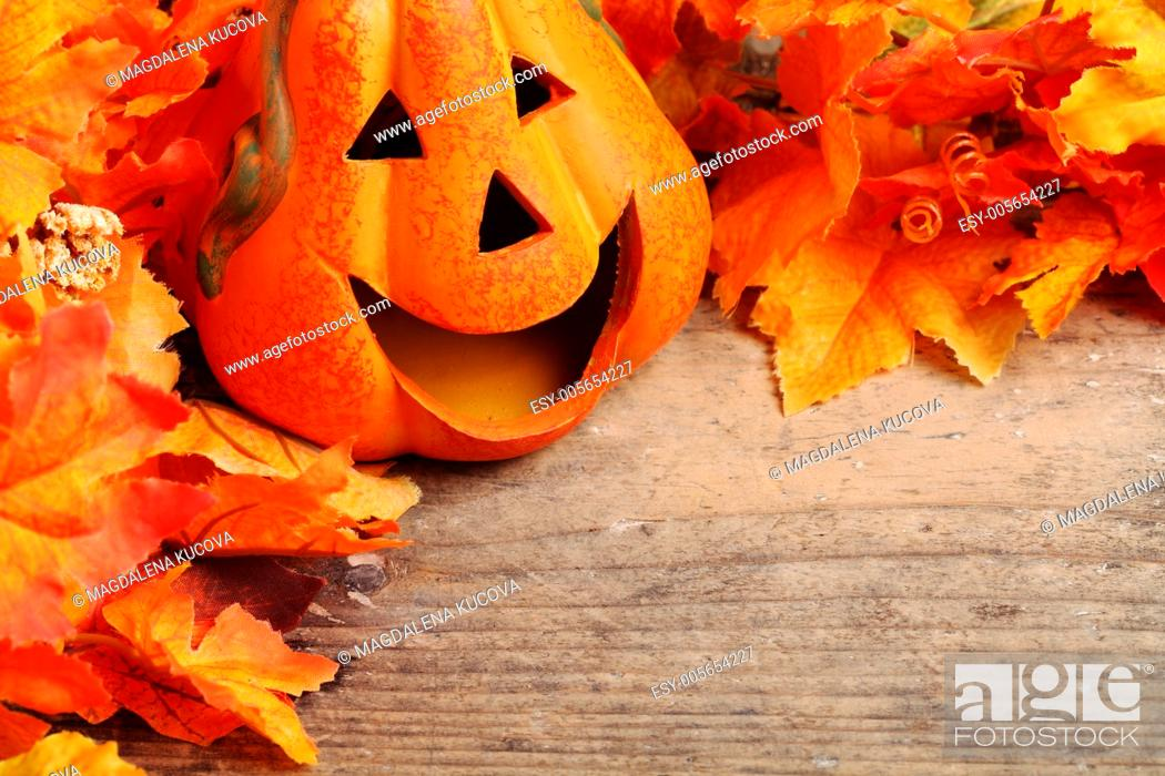 Photo de stock: Smiling pumpkin head on wooden background with copy space.