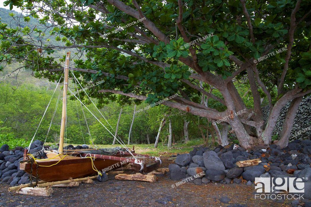 Imagen: Ship at Captain Cook monument at Kealakekua Bay, Big Island, Hawaii, USA, America.