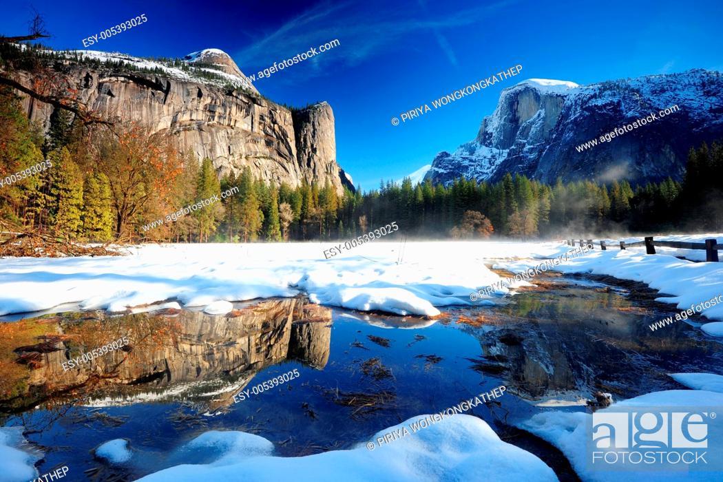 Imagen: yosemite cliff reflection.