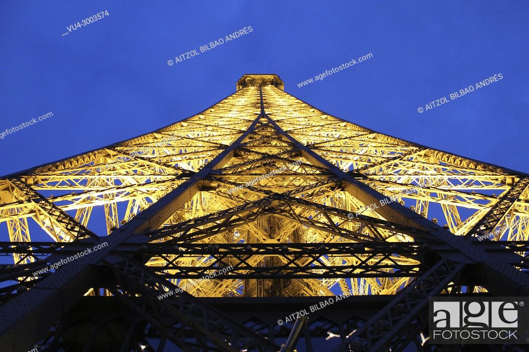 Stock Photo: Eiffel tower at sunset, I love to travel to Paris, it is my favourite city in the world for the moment.