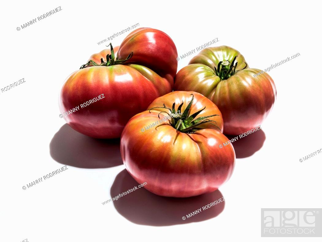 Photo de stock: Ripening heirloom tomatoes.