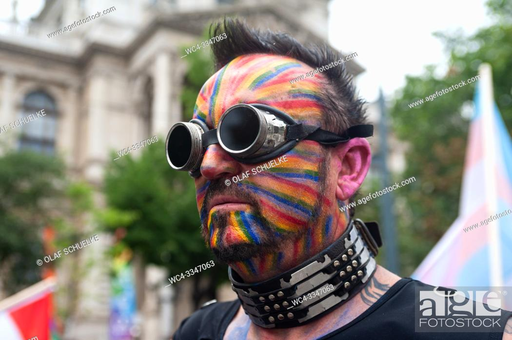 Imagen: Vienna, Austria, Europe - A participant at the Euro Pride Parade along Ringstrasse in central Vienna.