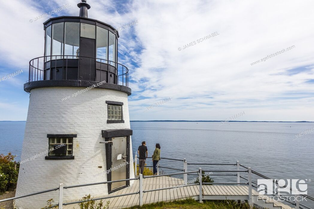 Imagen: The Owls Head Light is an active aid to navigation located at the entrance of Rockland Harbor on western Penobscot Bay in the town of Owls Head, Knox County.