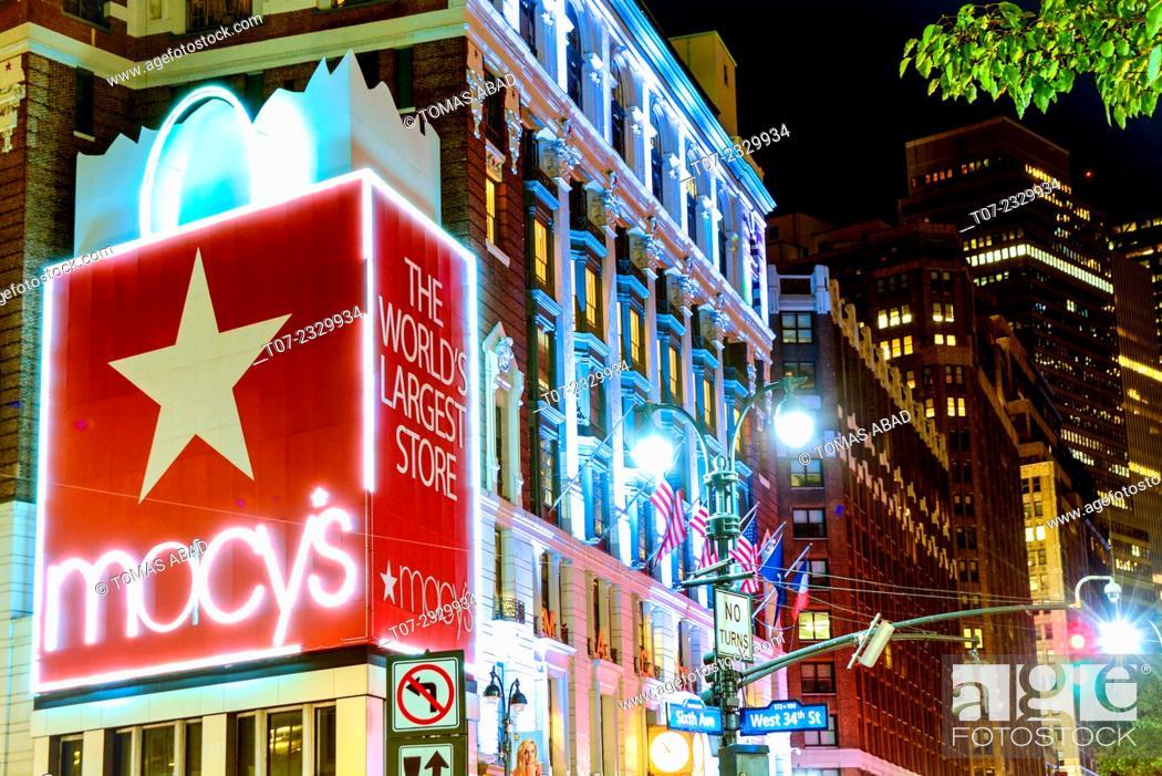 Stock Photo: Macy's Department Store, World's Largest Store, Herald Square, 34th Street, Midtown Manhattan, New York City, USA.