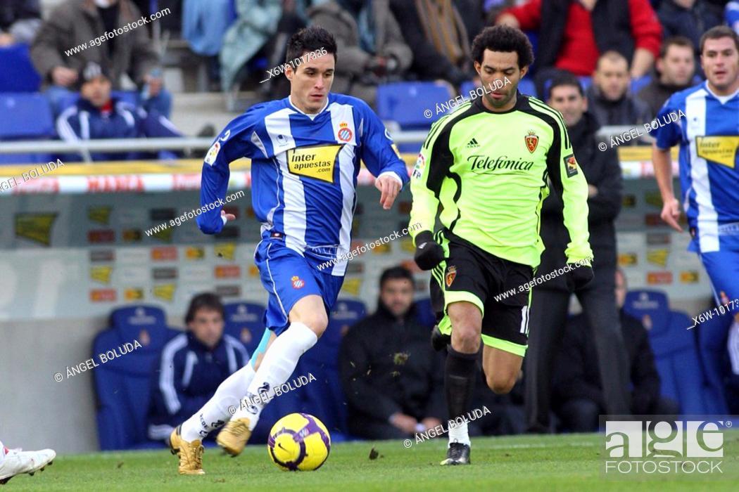Stock Photo: Cornellá-El Prat Stadium, 10/01/2009, Spanish League, RCD Espanyol vs. Real Zaragoza, José Callejón and Braulio.