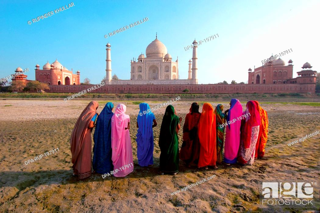 Stock Photo: Women at taj mahal, agra, uttar pradesh, india, asia.