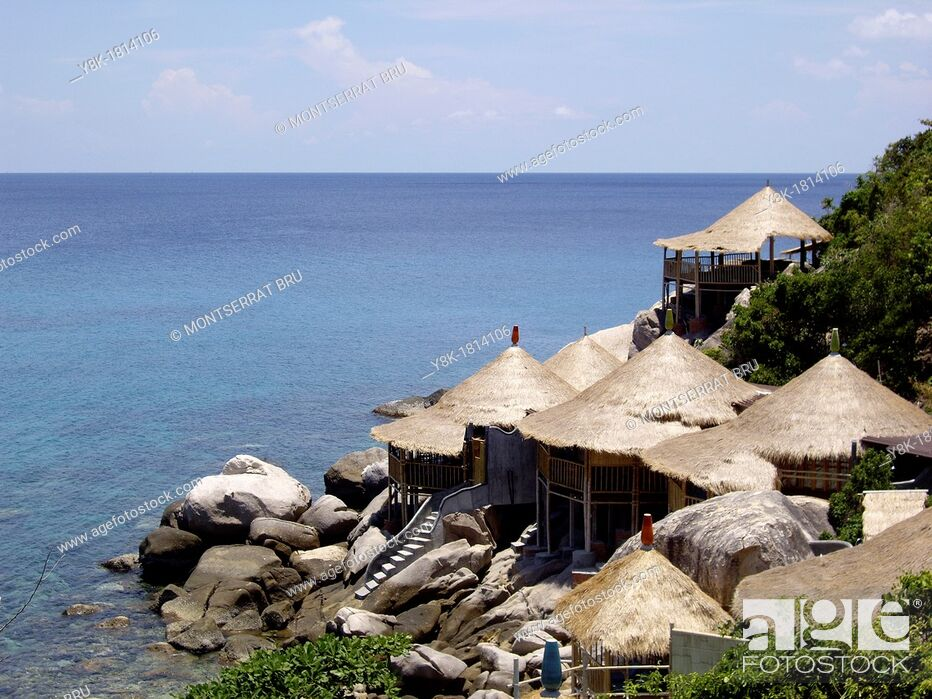 Stock Photo: Thatch roof bungalows at tropical sea.