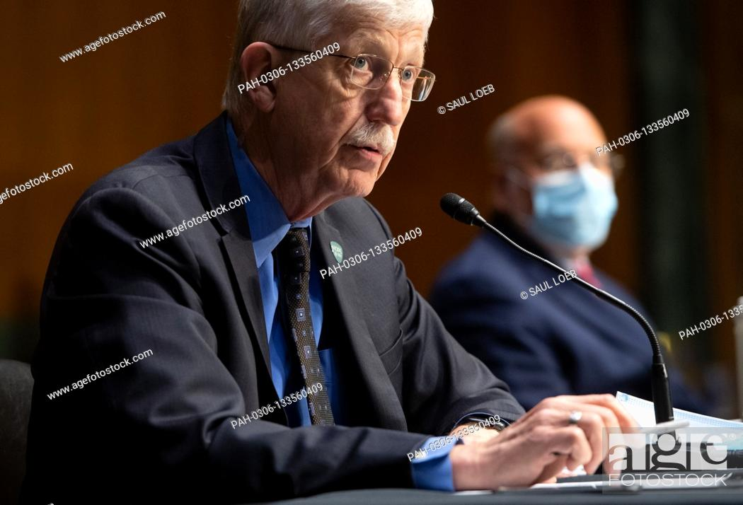 Photo de stock: Dr. Francis Collins, Director of the National Institutes of Health (NIH) and Dr. Robert Redfield (R), Director of the Centers for Disease Control and Prevention.