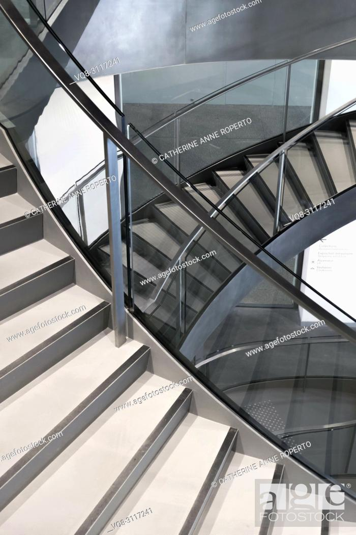 Imagen: Knife edge stair revolutions in glass and chrome spiralling downwards at the Roman Museum, Nimes, Provence, France.