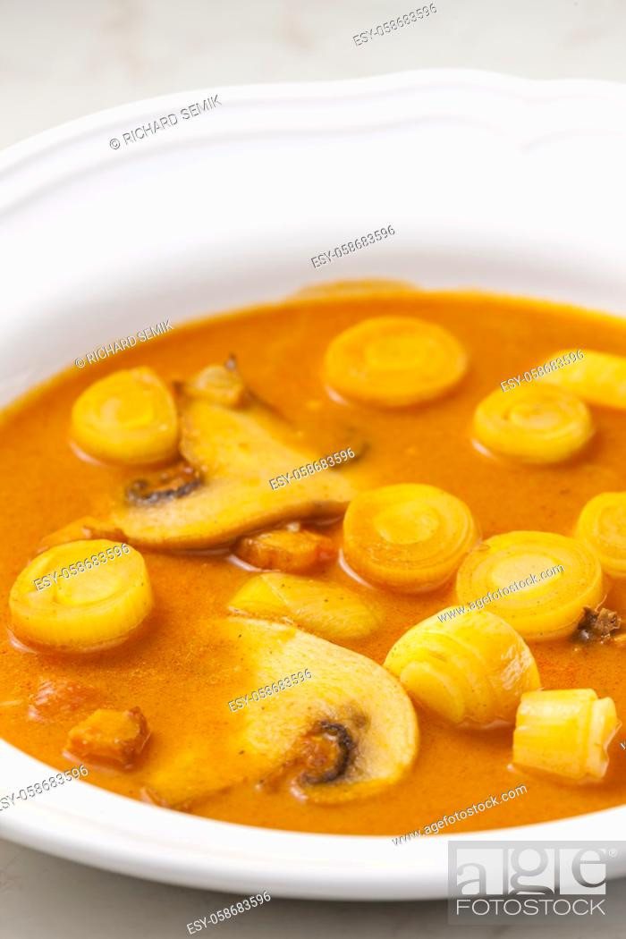 Imagen: pork soup with mushroom and baco.