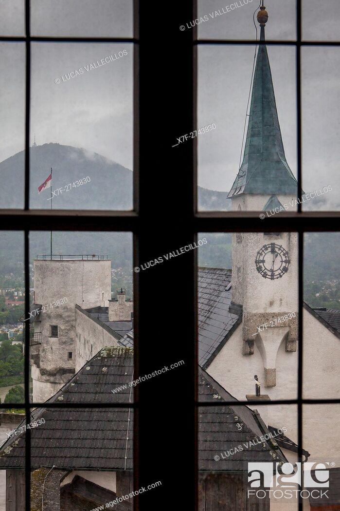 Imagen: View inside the fortress Hohensalzburg, at right St George church, Salzburg, Austria.