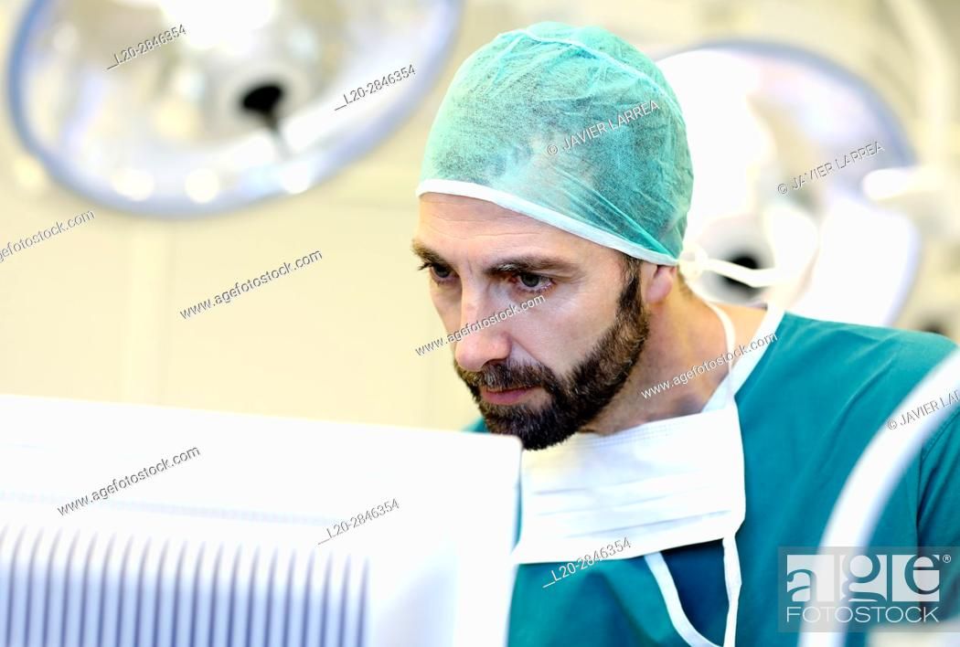 Imagen: Surgeon, Surgery, Operating room, Hospital, Spain.