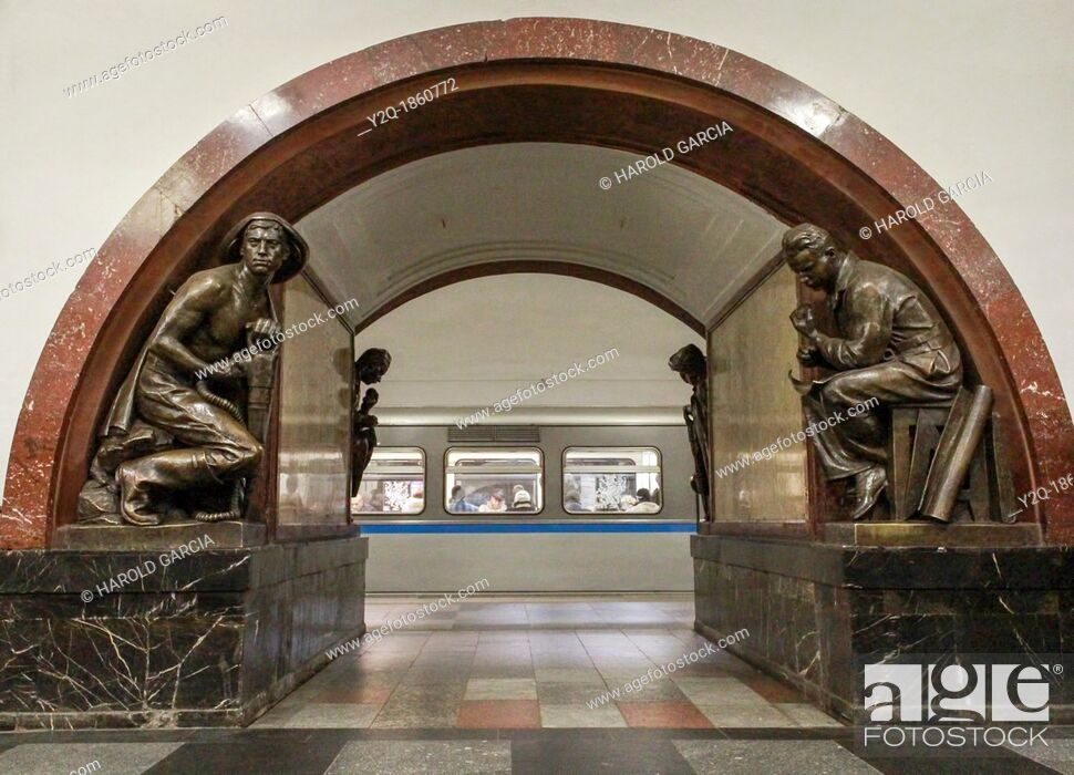 Imagen: Metro Ploschad Revolyutsii Moscow Russia.