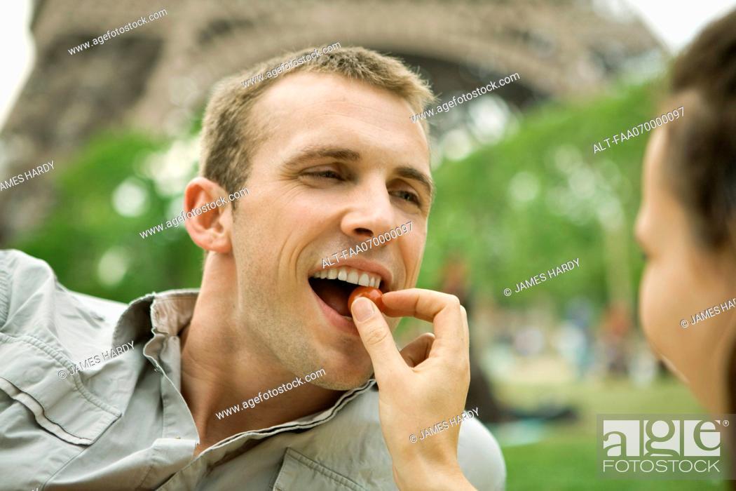 Stock Photo: Couple enjoying romantic picnic.