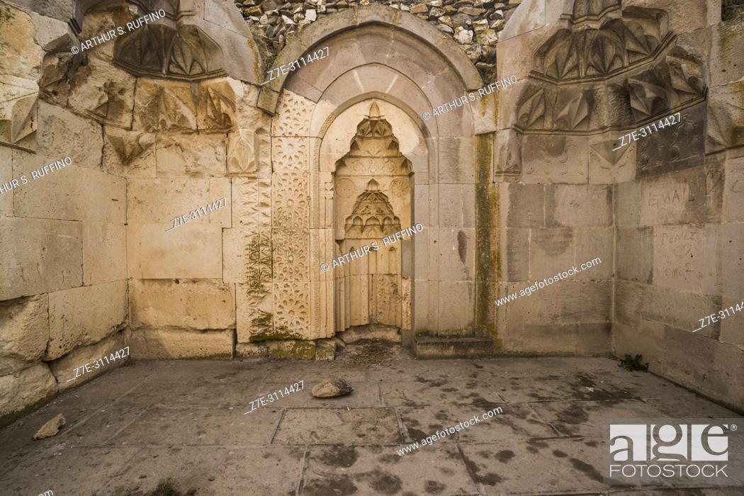 Imagen: Architectural detail. Caravanserai of Agzikarahan, 13th century caravan inn for merchants, Cappadocia, Turkey.