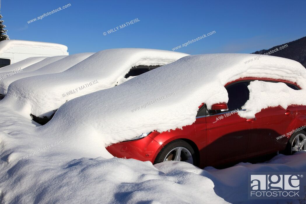 Stock Photo: Parking SUV buried in snow, Bad Wiessee, Lake Tegernsee, Bavarian Alps, Upper Bavaria, Germany, Europe.