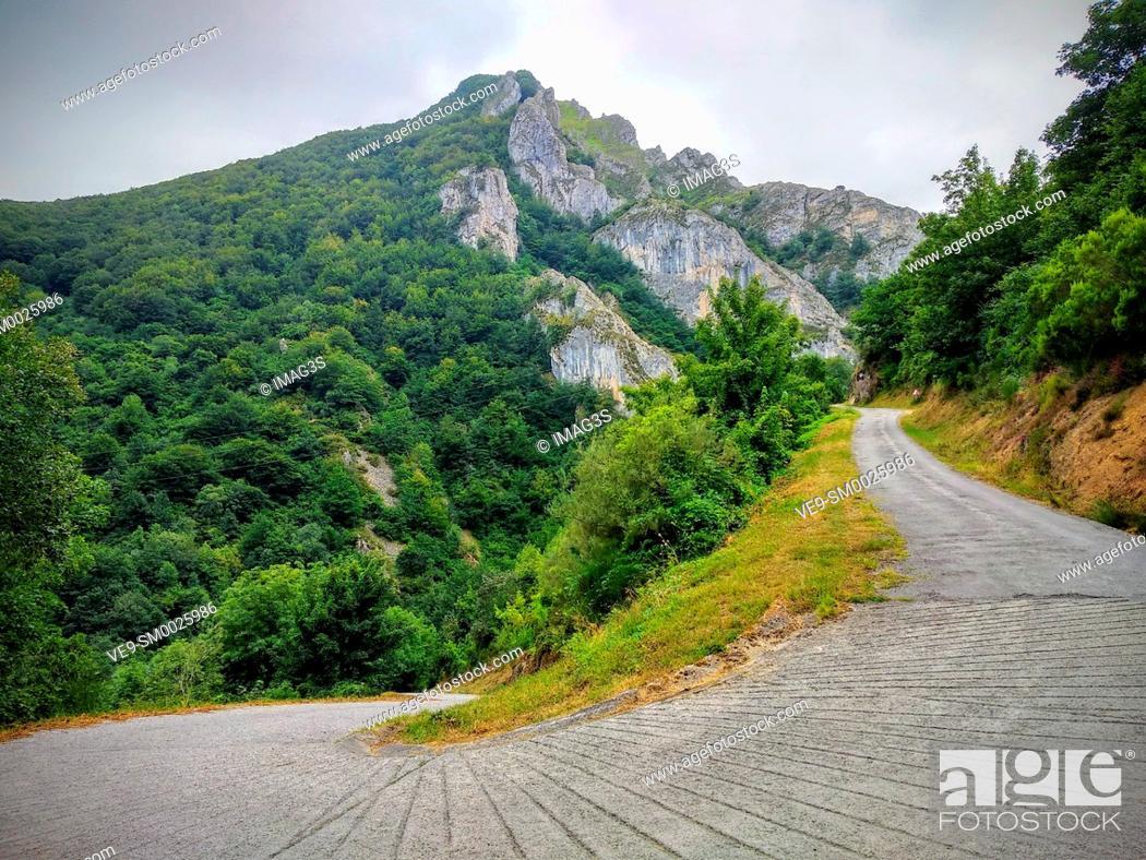 Imagen: Road to Perlunes, Somiedo Natural Park and Biosphere Reserve, Asturias, Spain.
